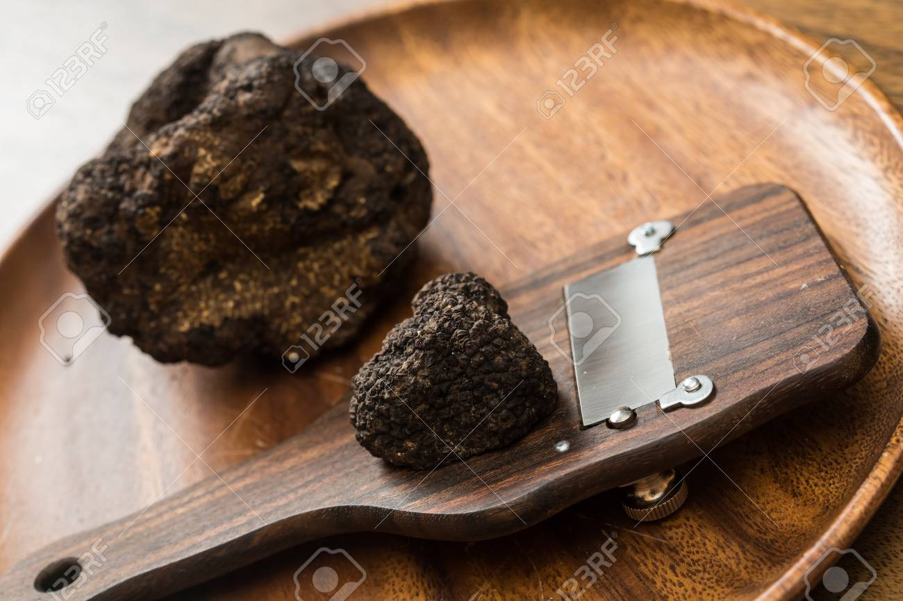 delicacy mushroom black truffle. rare and expensive vegetable Standard-Bild - 34548460