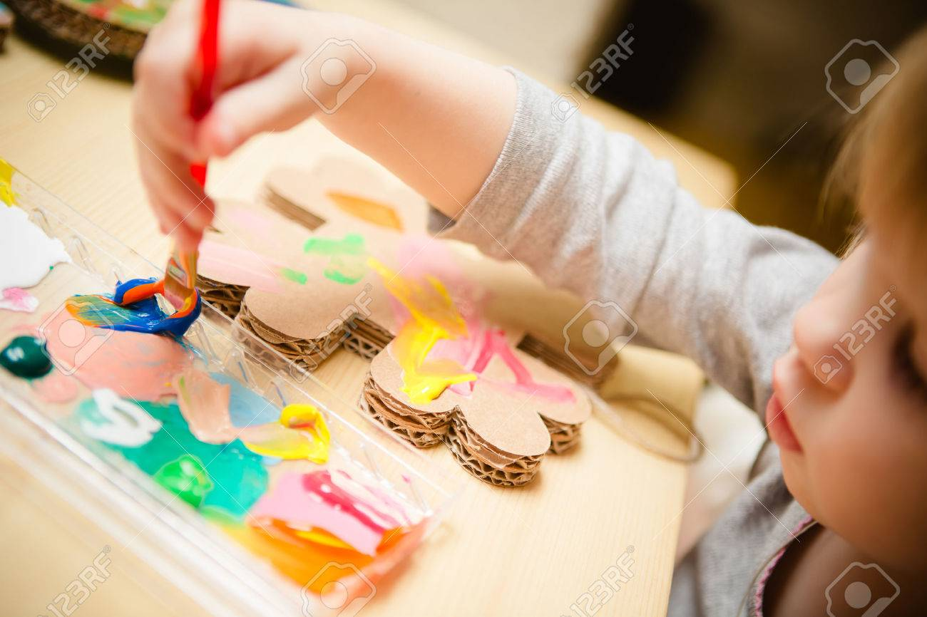 Little female baby painting with colorful paints. selective focus Standard-Bild - 34554762