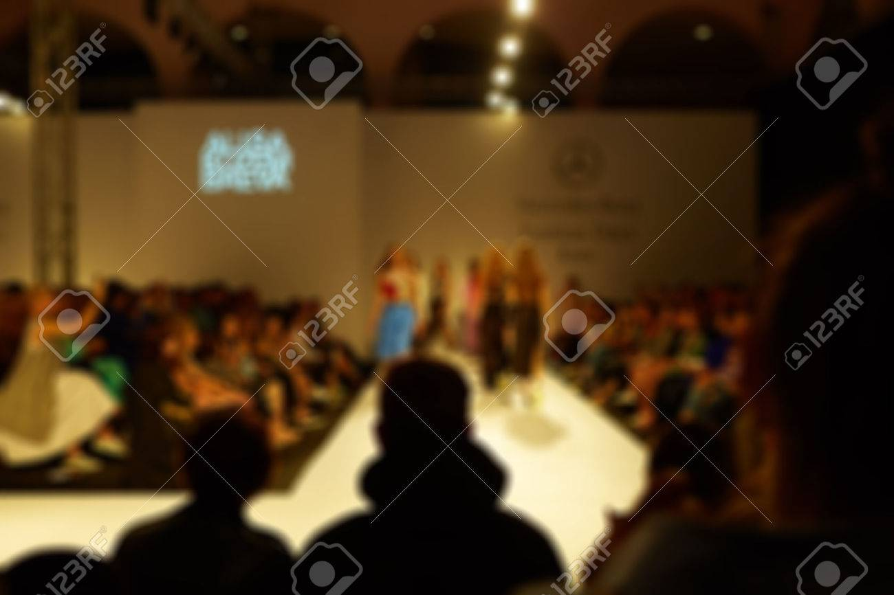 Fashion runway out of focus. The blur background Standard-Bild - 45351652