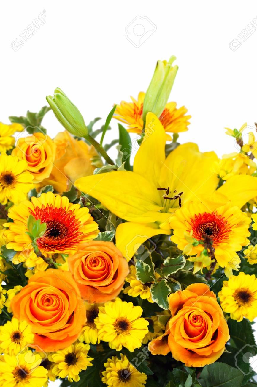 Hermoso Ramo De Colores Con Rosas Amarillas Gerberas Y Lirio En La Composición