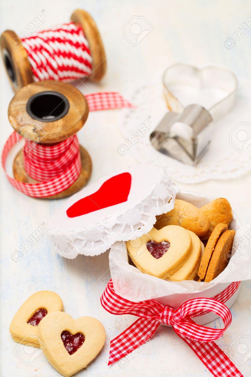 Hausgemachte Herzförmigen Jam Cookies In Geschenkbox Ideen Für ...