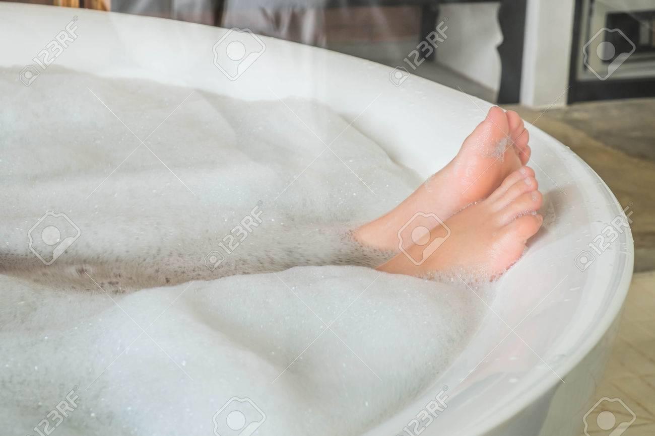 Фото ноги девушек в ванной, Девушки фоткают себя в ванной Часть 5 (52 фото) 16 фотография