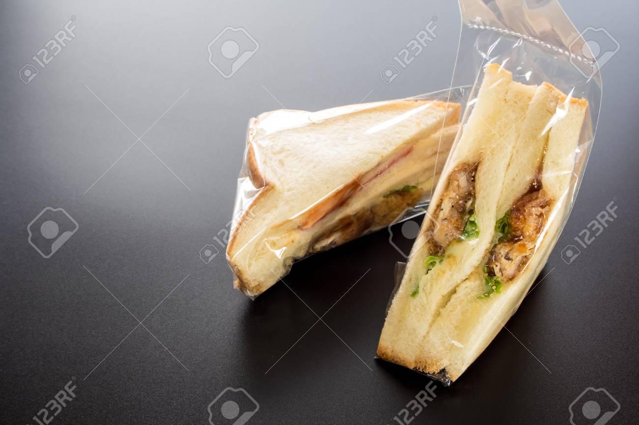 Low cost Sandwich in plastic packaging - 65871235
