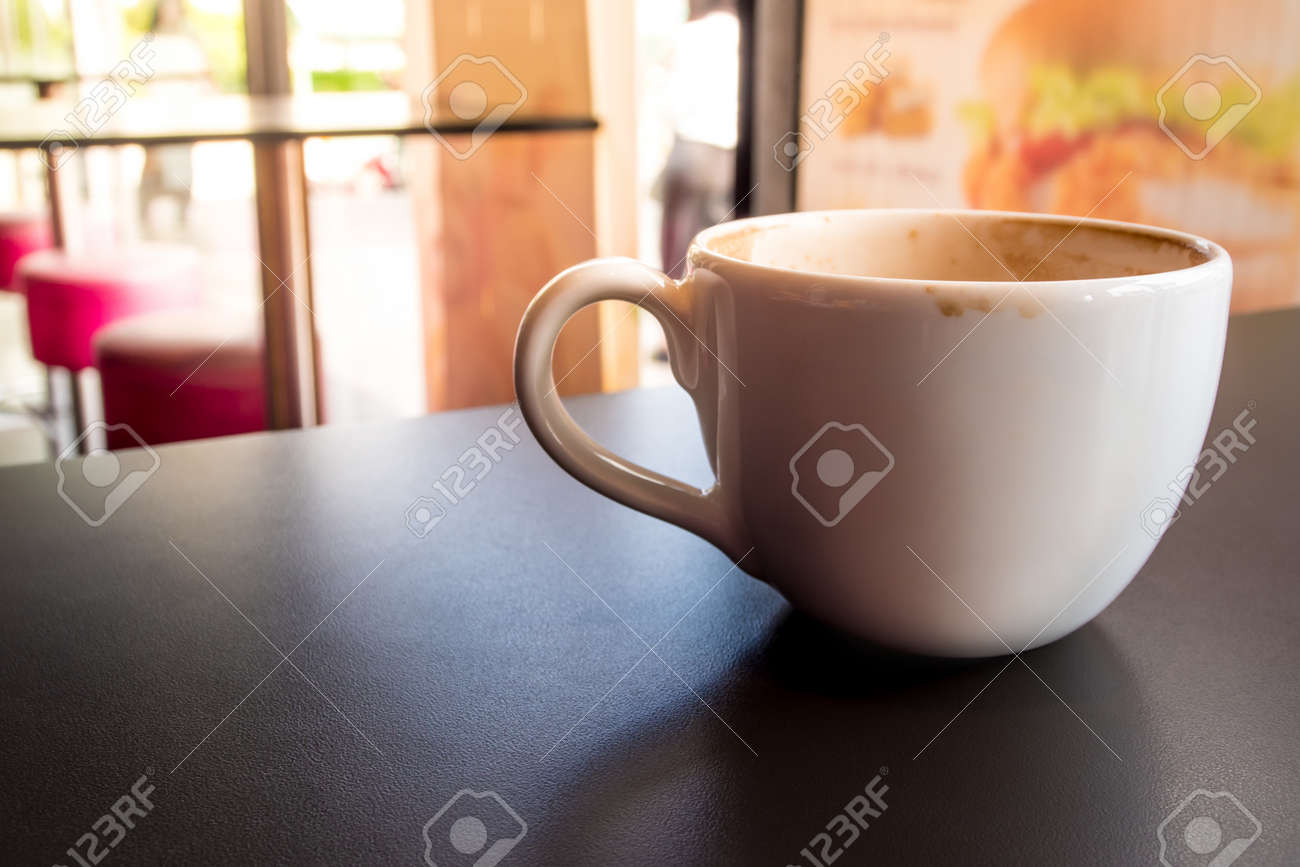 Coffee stains on white coffee cup that have been left in a coffee shop - 171431448