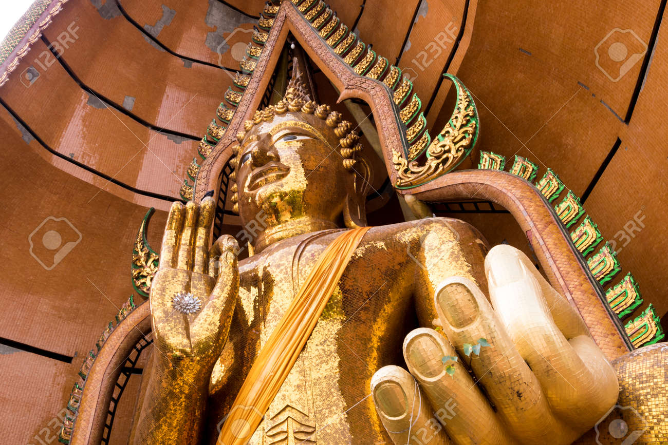 Silver chrysanthemum symbol and gold leaf In the palm of the Buddha statue - 171431454