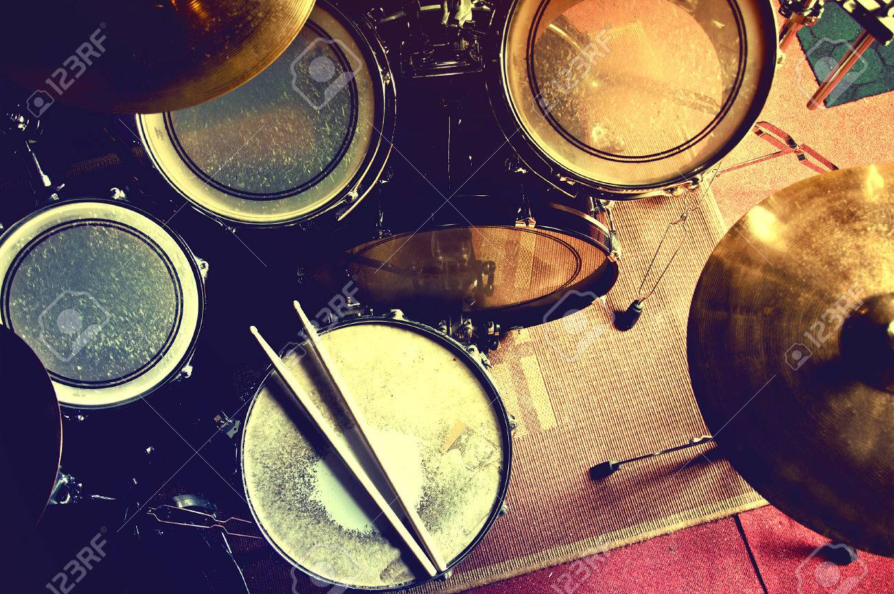 Snare Stock Photos Royalty Free Images Drum Photography For Diagram Drums Conceptual Image Picture Of And Drumsticks Lying On Retro Vintage