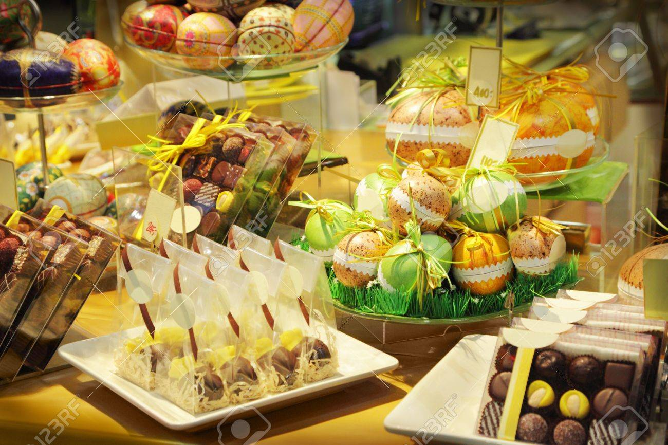 Assorted chocolates sweets in a shop - 18090409