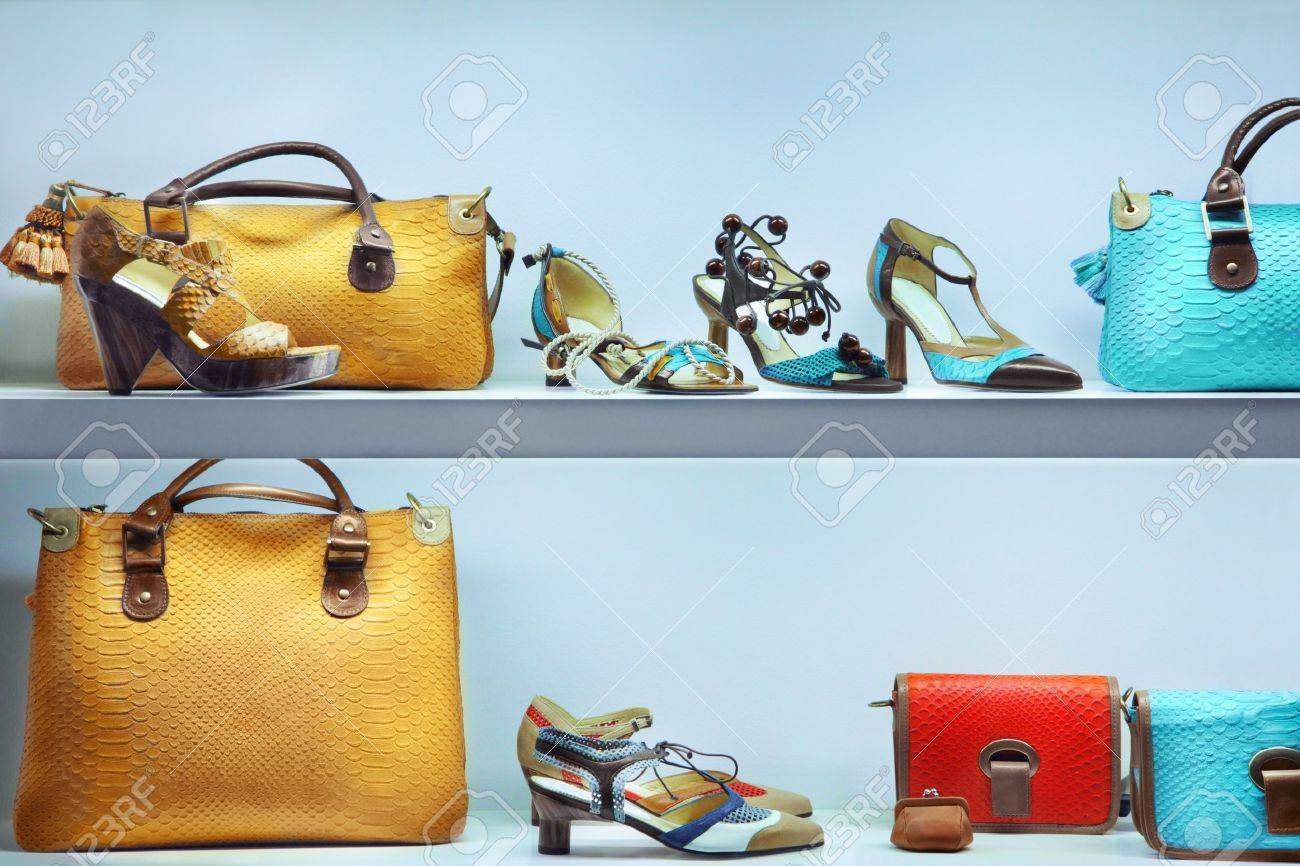 Shop window with bags and shoes - 20014892