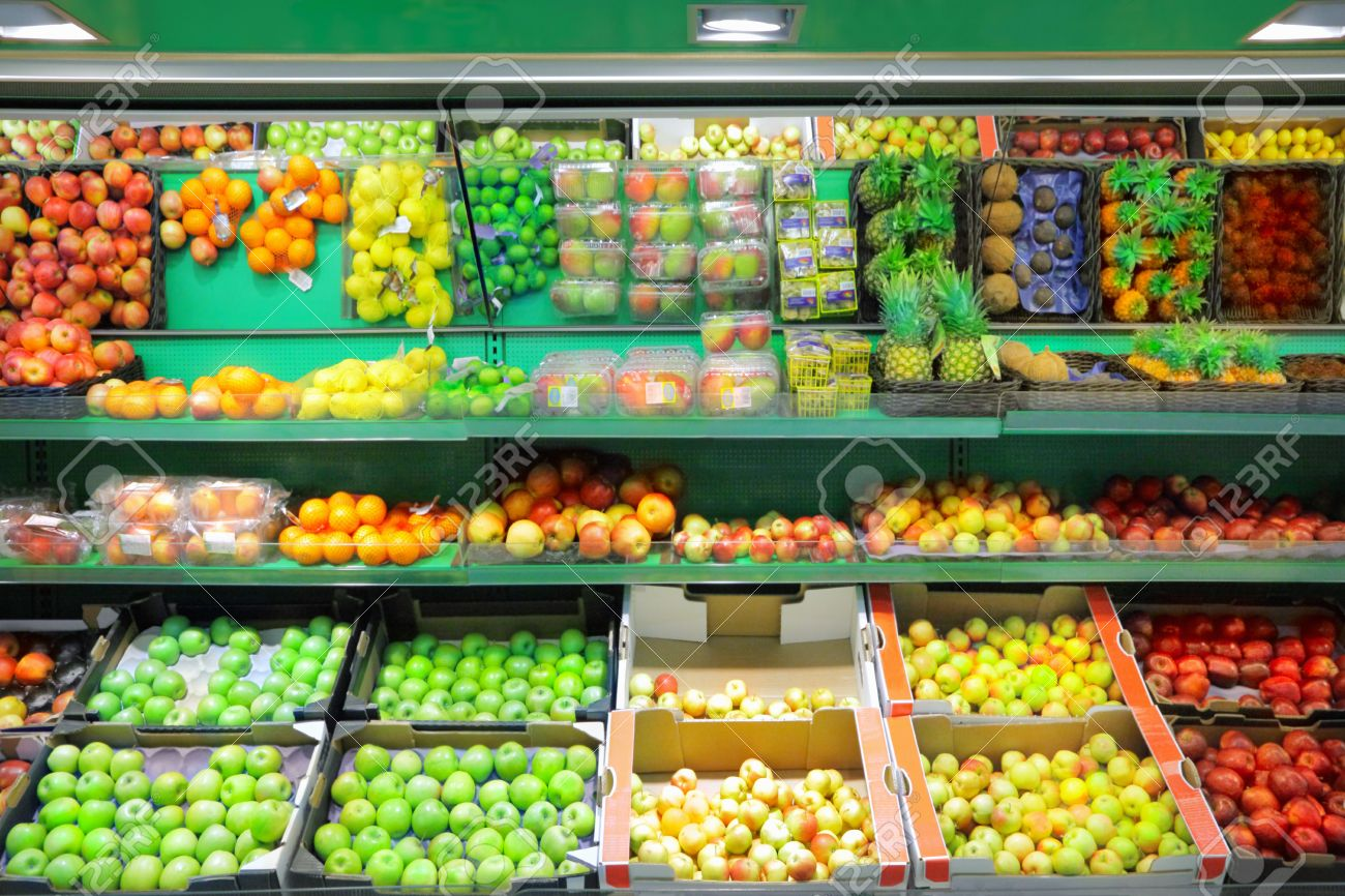 Fruits in supermarket - 32009868