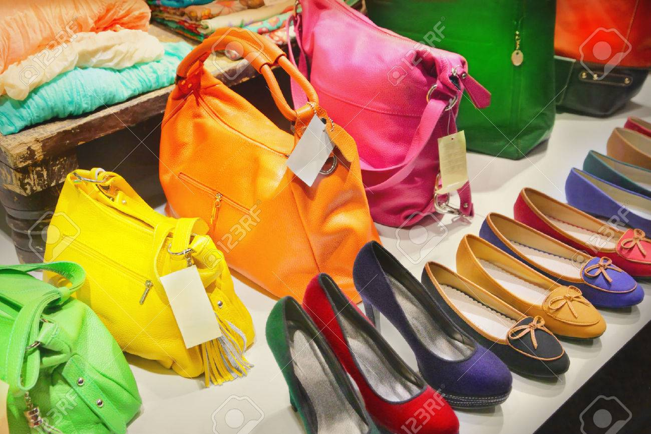 Shop window with bags and shoes - 32009942