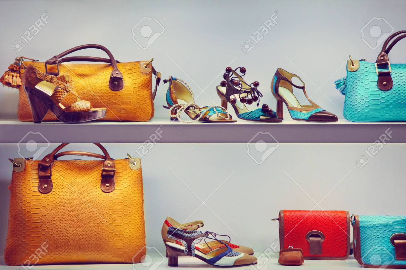 Shop window with bags and shoes Stock Photo - 40548351