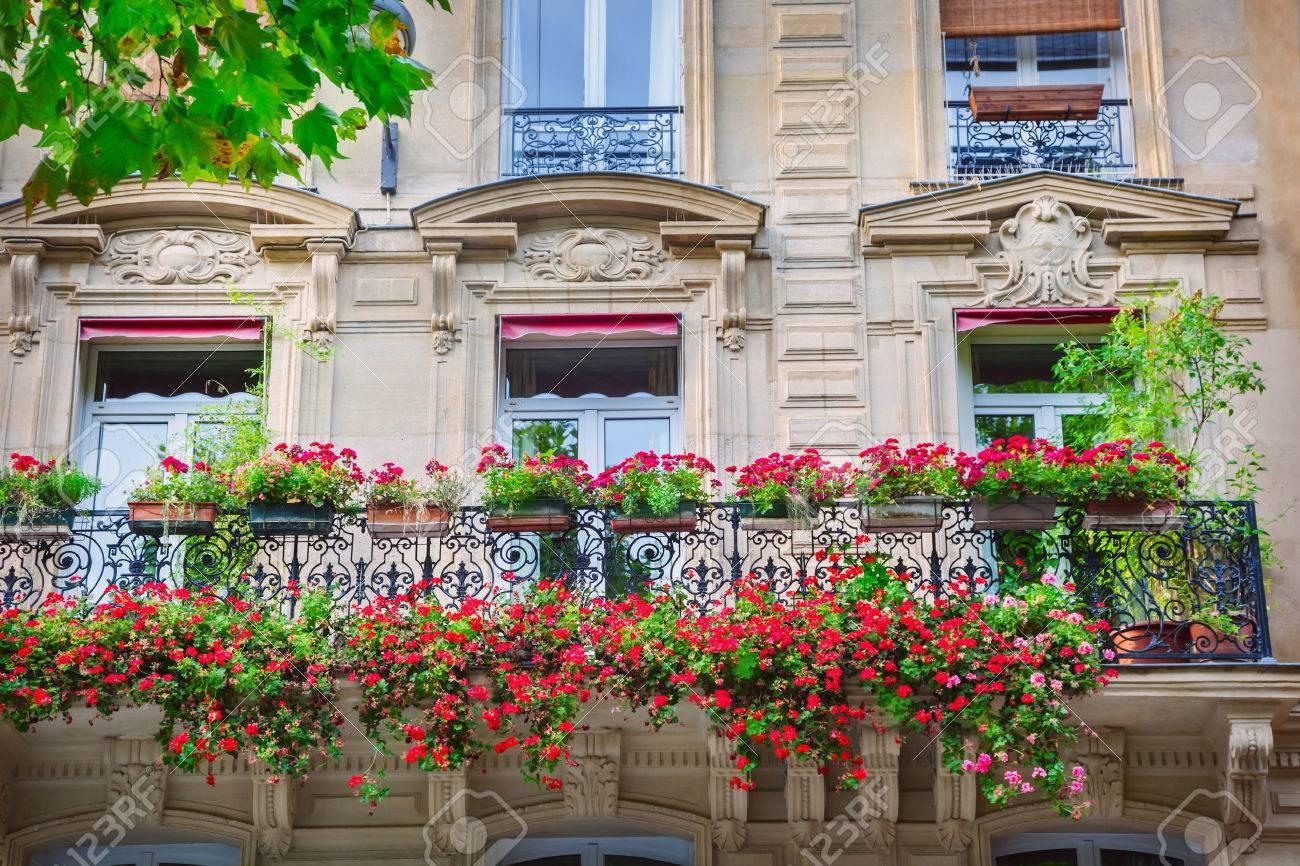 Facade of Parisian building - 51057232