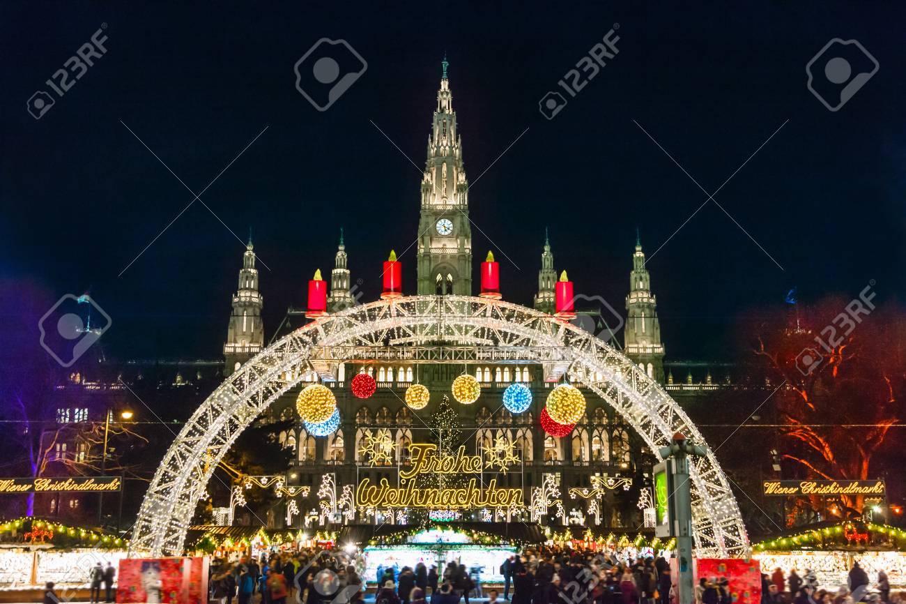 Christmas market in Vienna - 88969894
