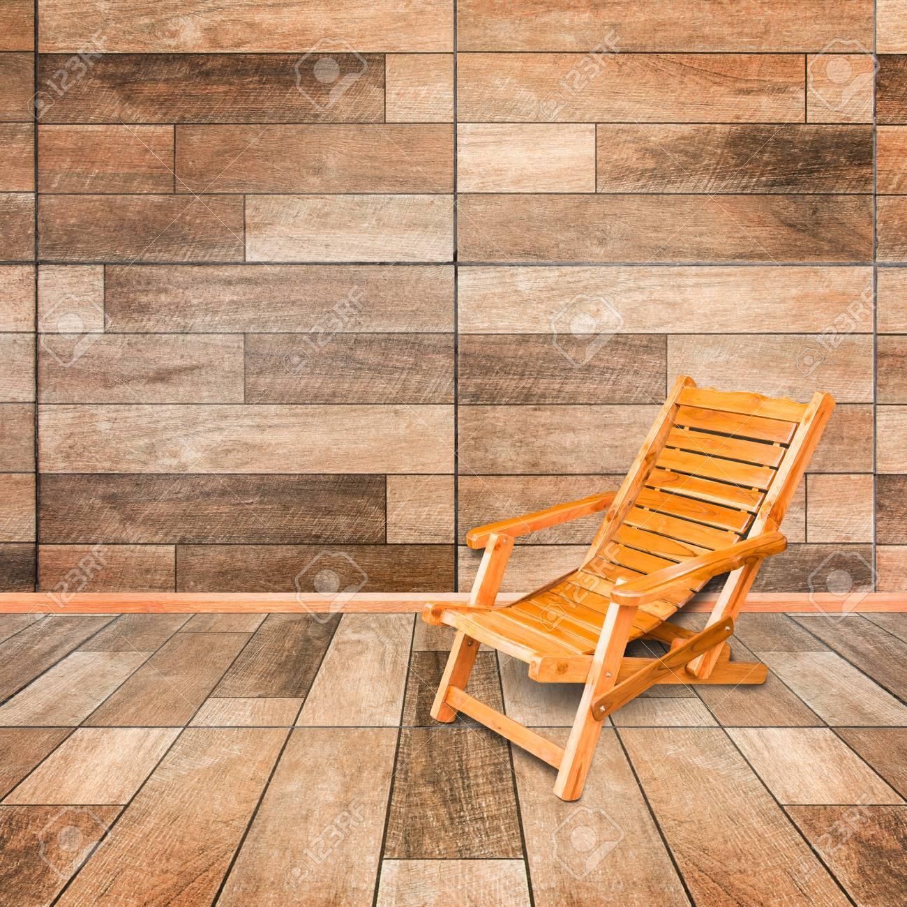 Chaise En Dans Un Plancher De Sur Style Intérieur Terrasse Rétro Bois Le 2DHeWYE9Ib