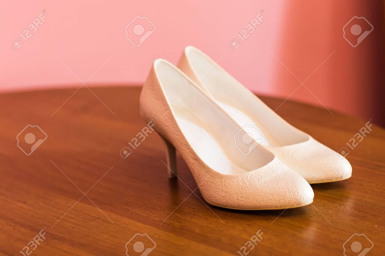 Weisse Hochzeitsschuhe Fur Frauen Brautschuhe Lizenzfreie Fotos