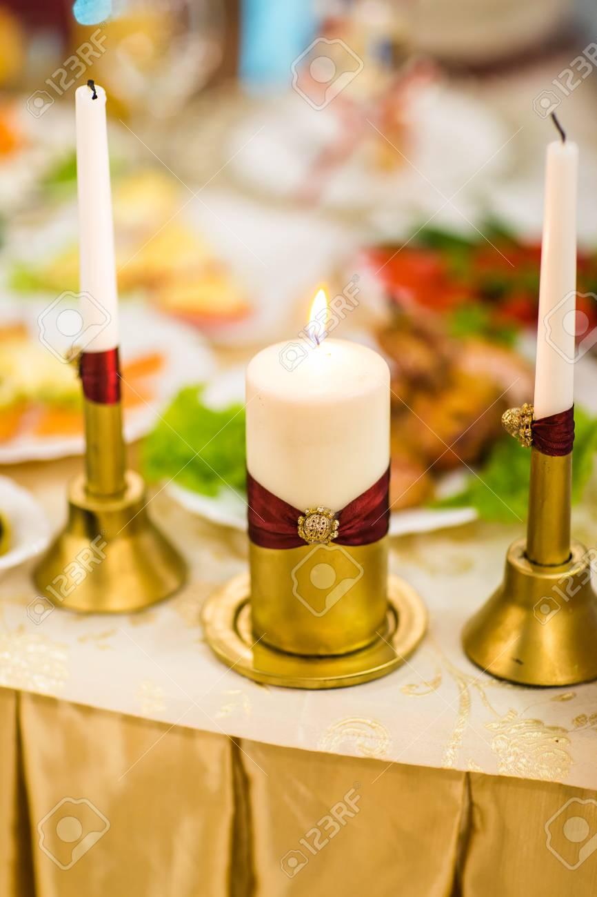Weisse Hochzeit Kerzen Dekoration Mit Hellen Schonen Blumen