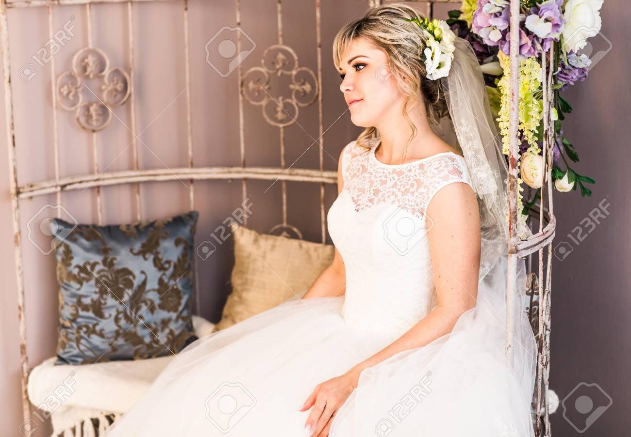 Portrat Der Schonen Braut Hochzeitskleid Hochzeitsdekoration