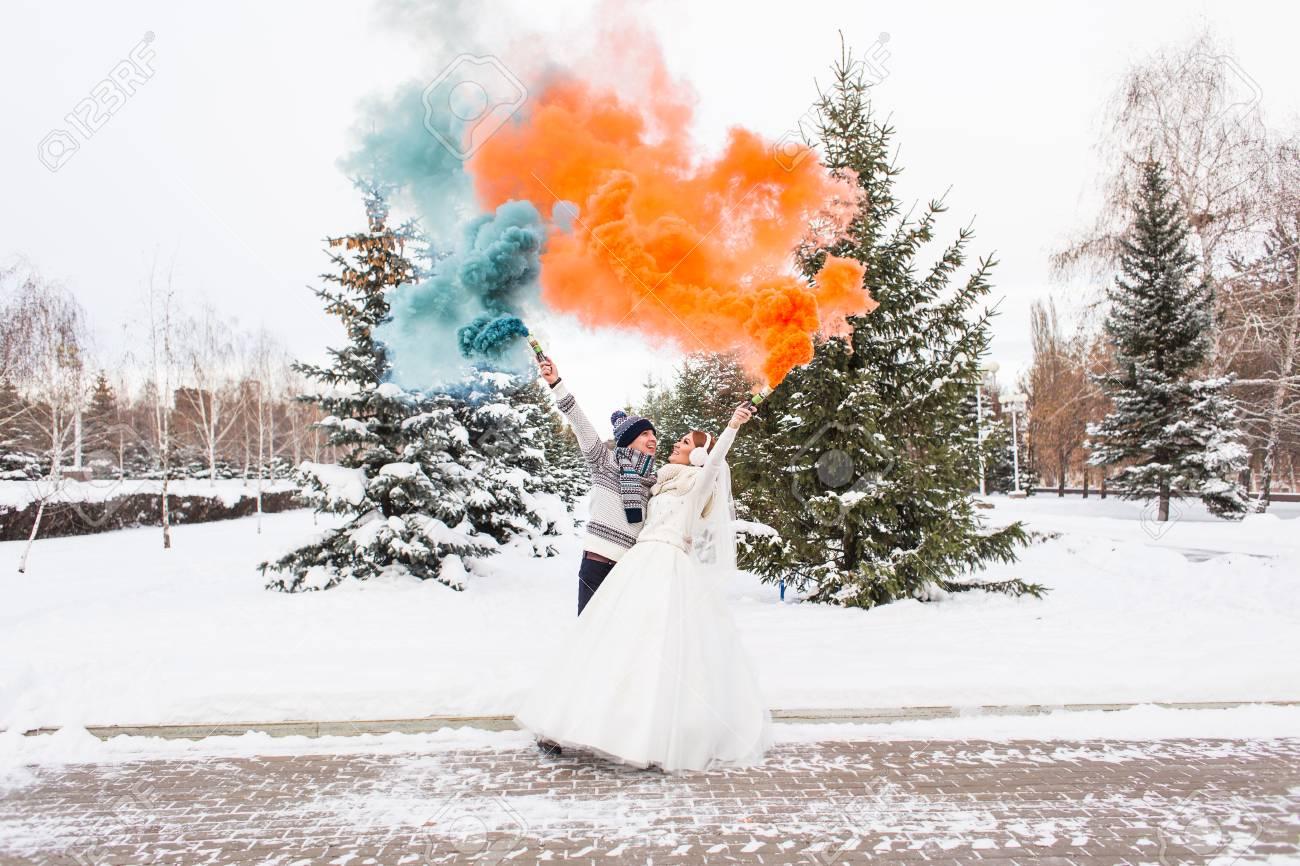 Hochzeitspaare Haben Spass Auf Ihre Winter Hochzeit Lizenzfreie
