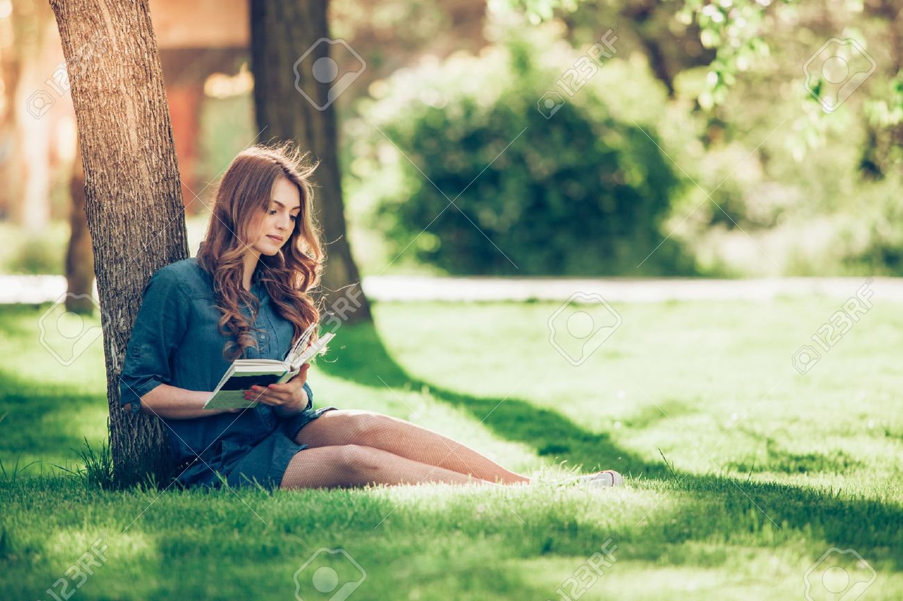 Girl reading a book in park, woman, green - 40069383
