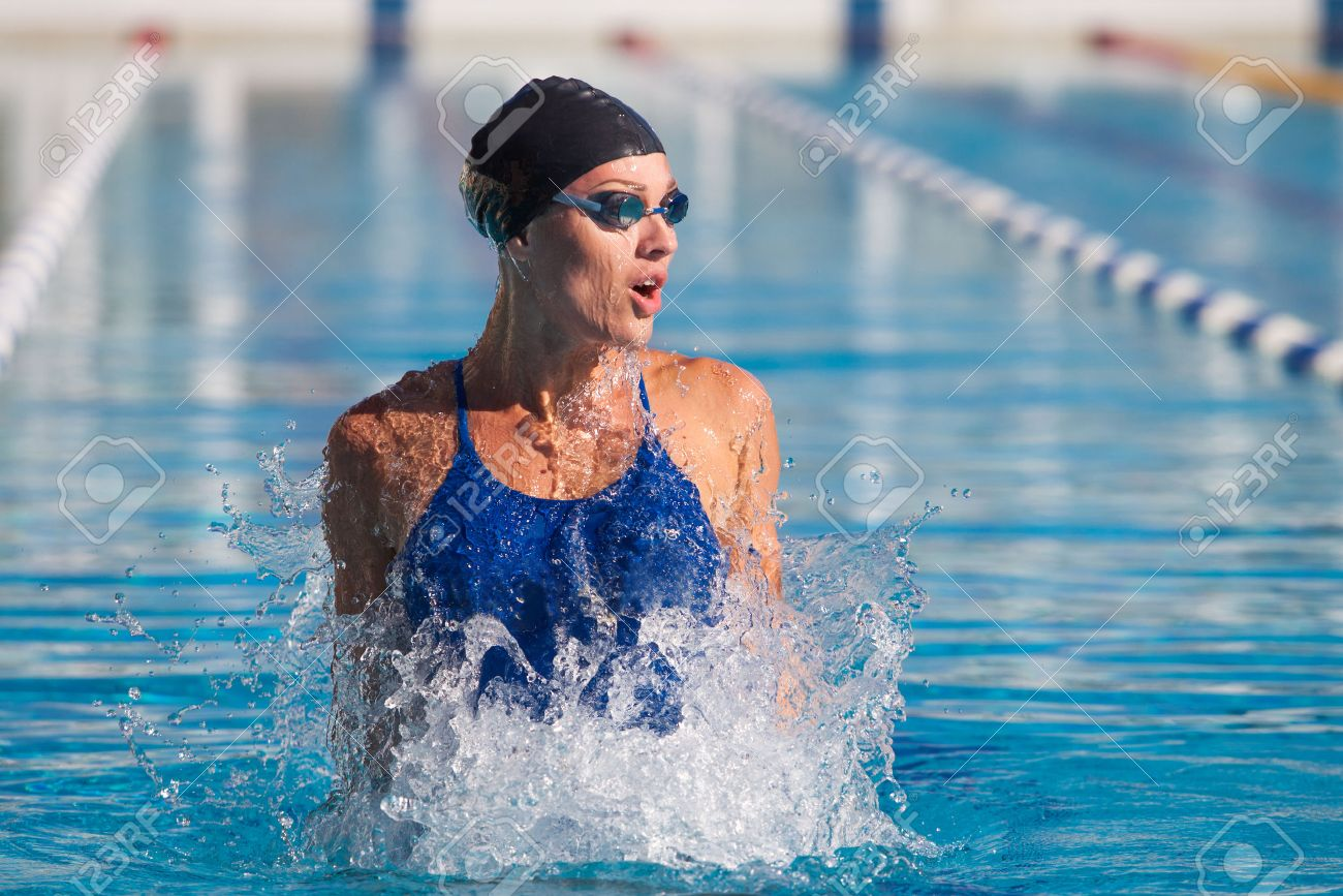 professional swimmer, water splashing, goggles and swimming cap - 40854872