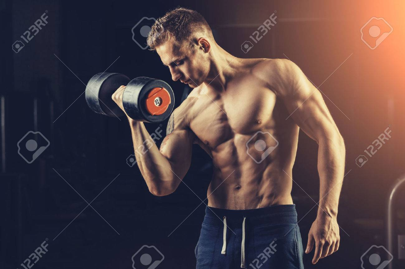 Athlete muscular bodybuilder training back with dumbbell in the gym. - 44531479