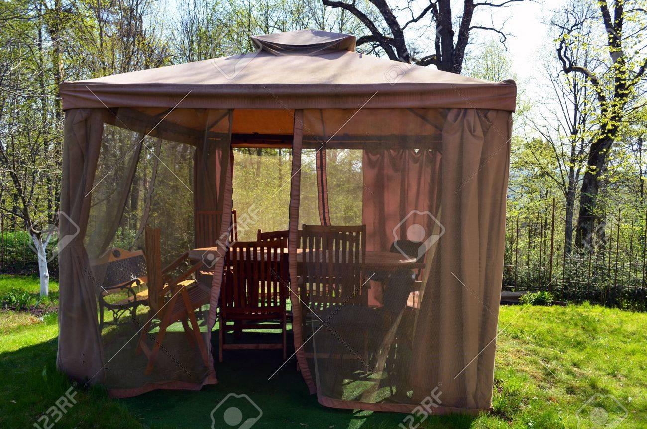 Kiosque Tonnelle Avec Moustiquaire Arbor Protéger Net, Bancs De ...
