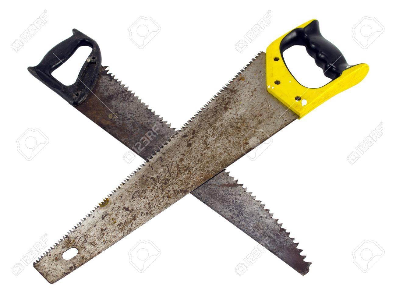 zwei gekreuzte handsäge handsäge holz geschnitten werkzeugen auf