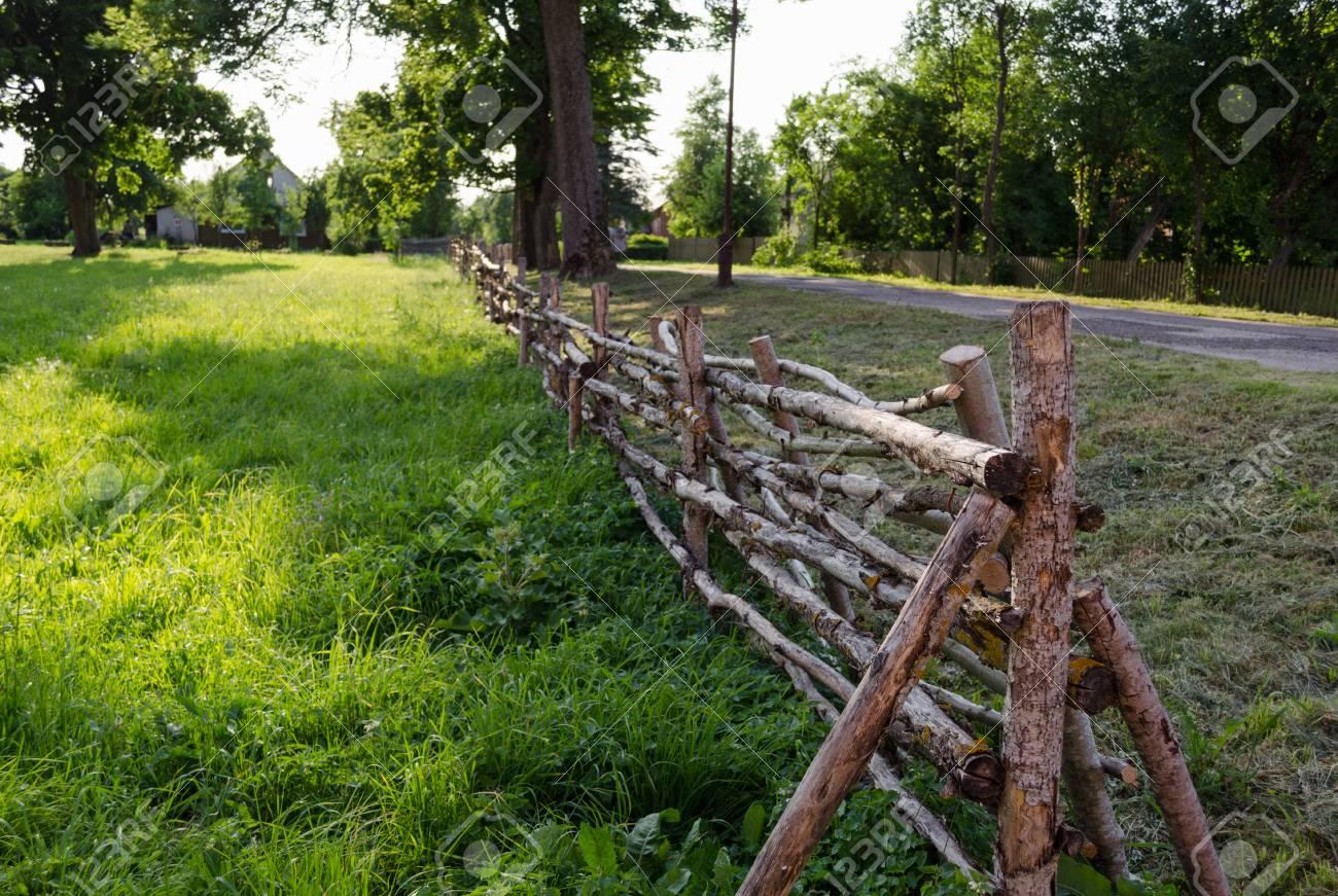 Antiken Rustikalen Landhausstil Gedrehten Zaun Dunne Zweige Auf Der