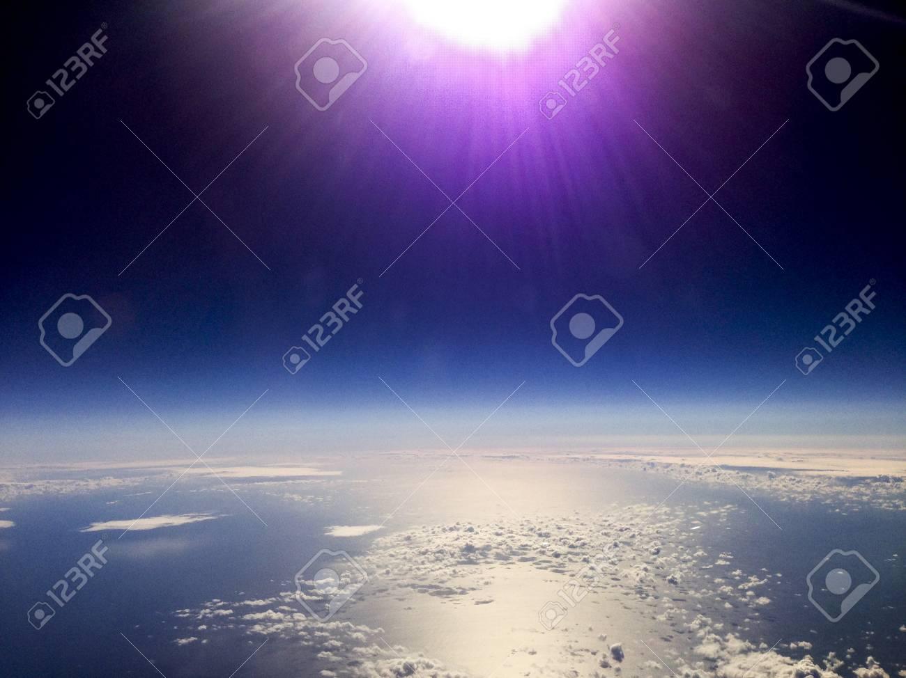 Flug-Flugzeug, Durch Fenster Schießen Lizenzfreie Fotos, Bilder Und ...