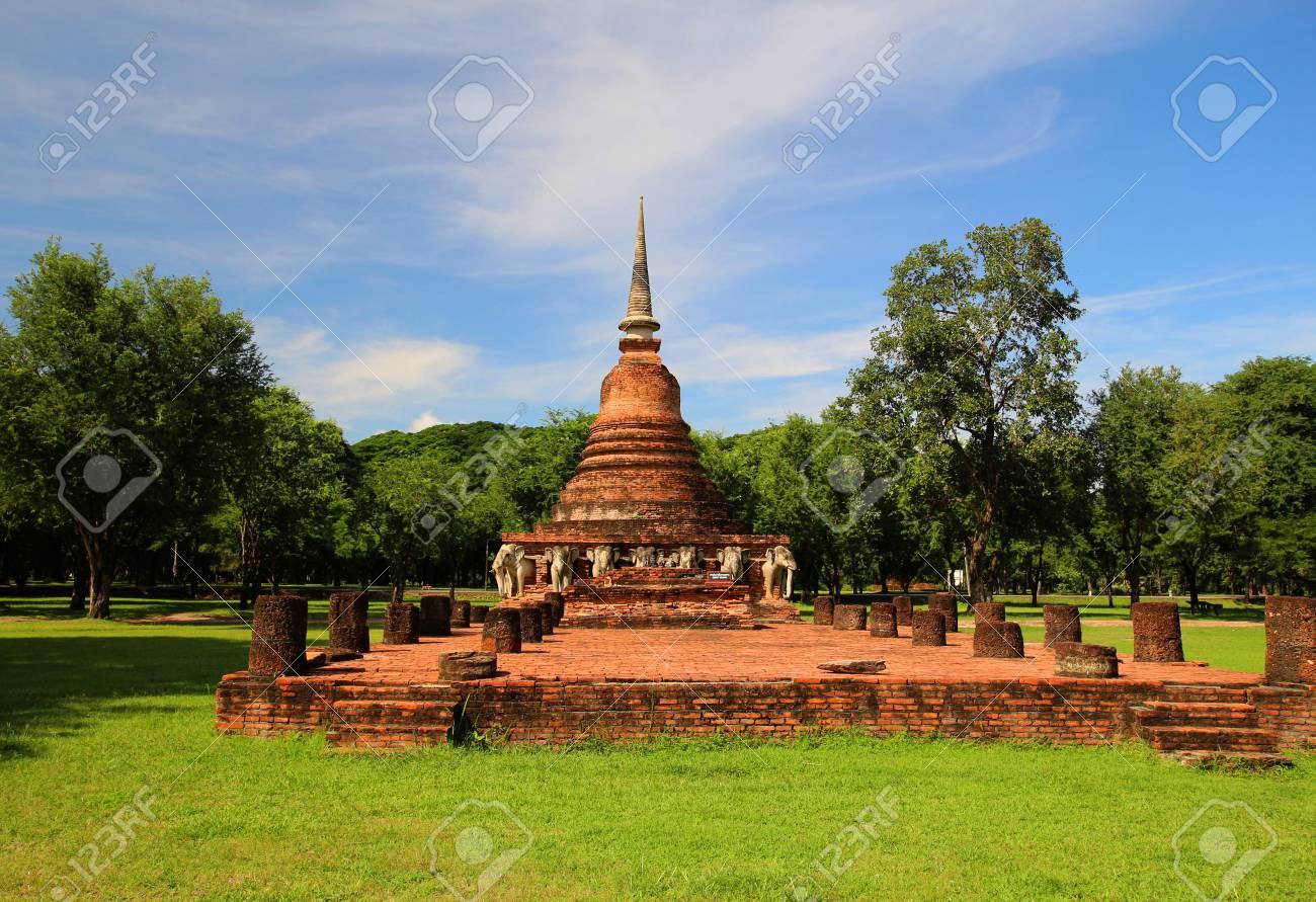 wat chang lom sukhothai old town historic civilization history