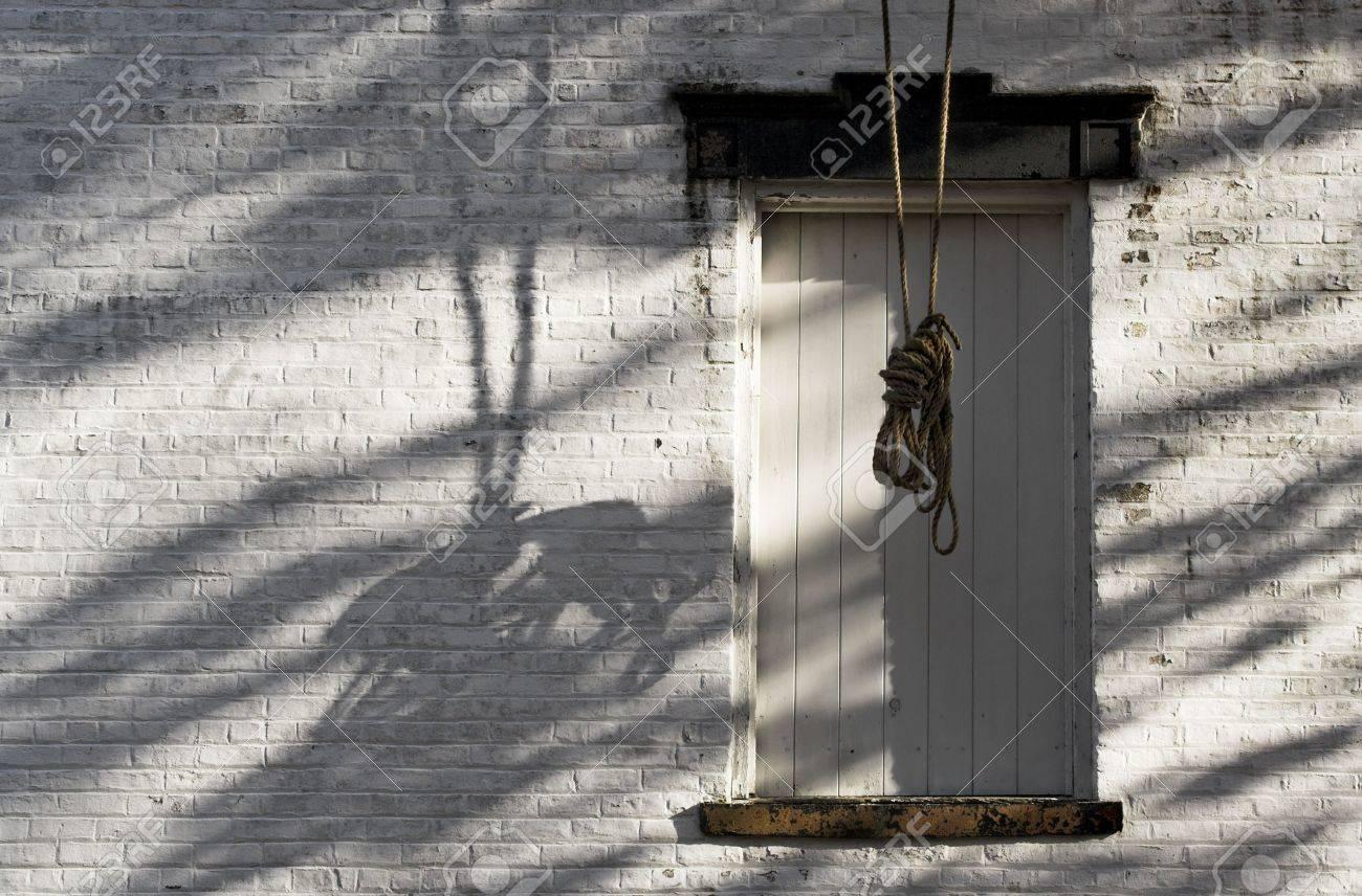Immagini stock un vecchio edificio da una città fantasma con una