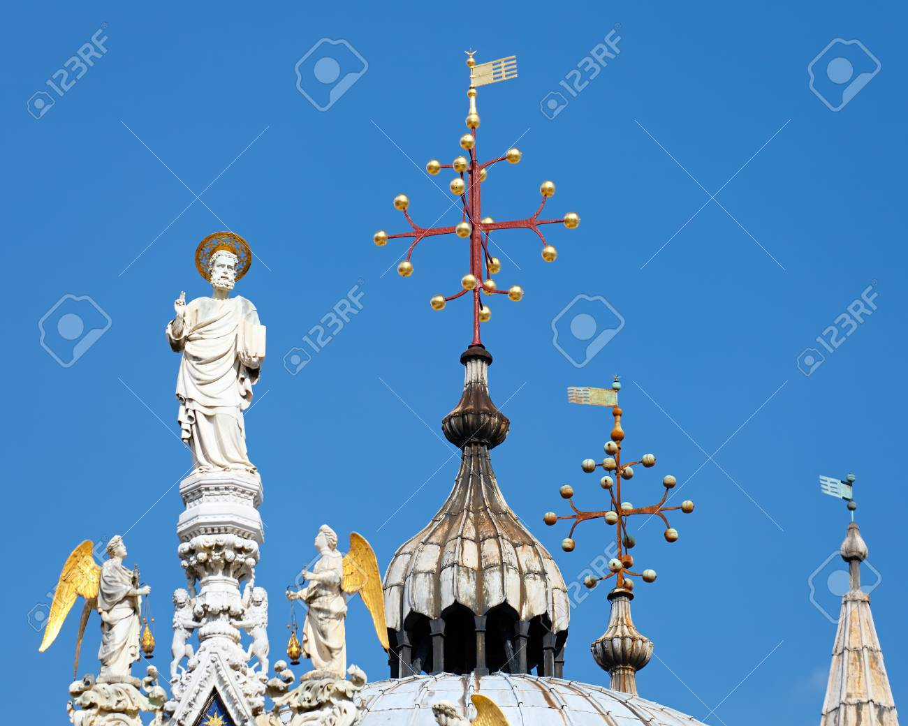 Sculptures on dome of San Marko cathedral, Venice Stock Photo - 7260119