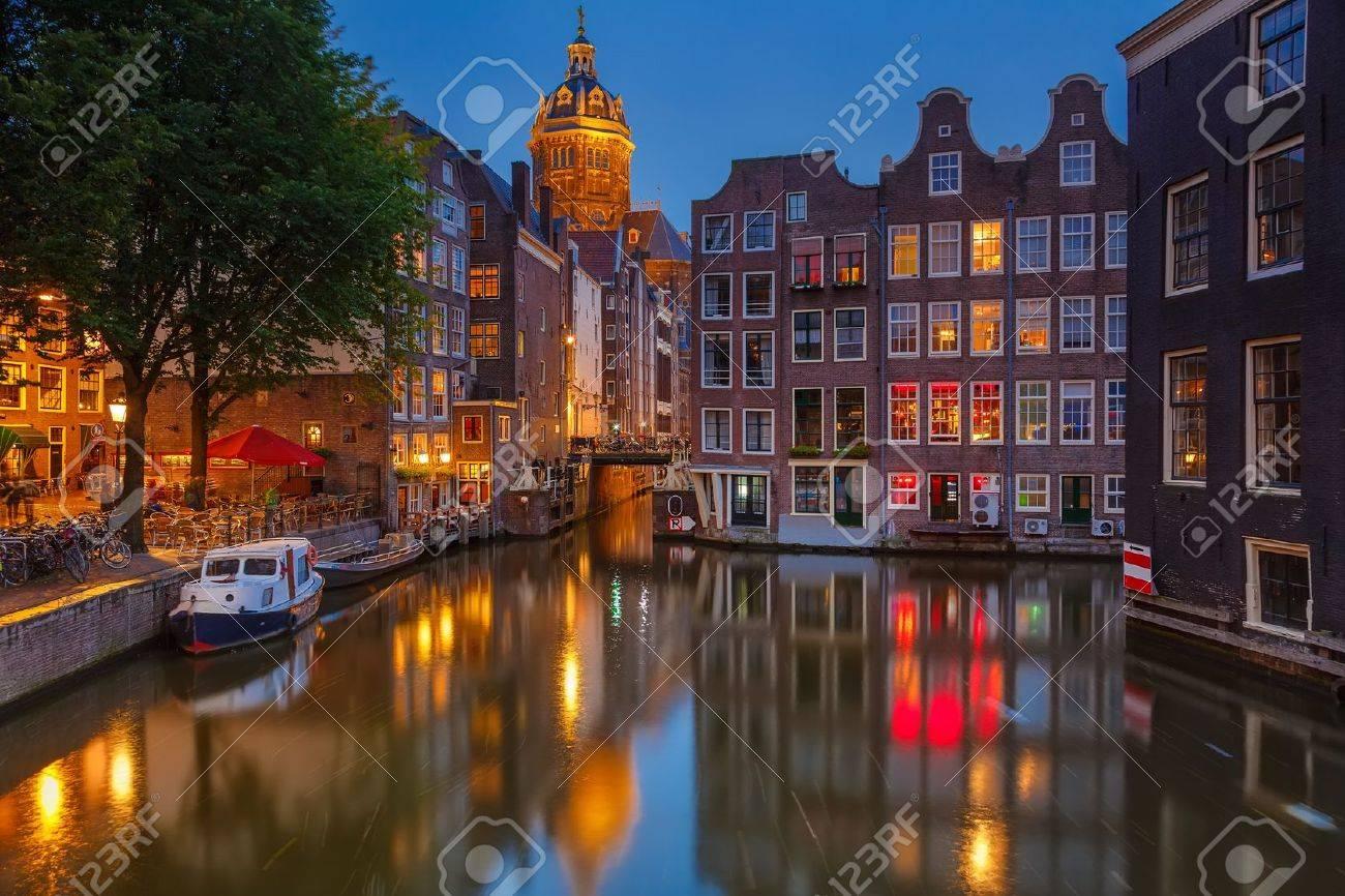 Nightview of Nicolaaskerk in Amsterdam - 16567512