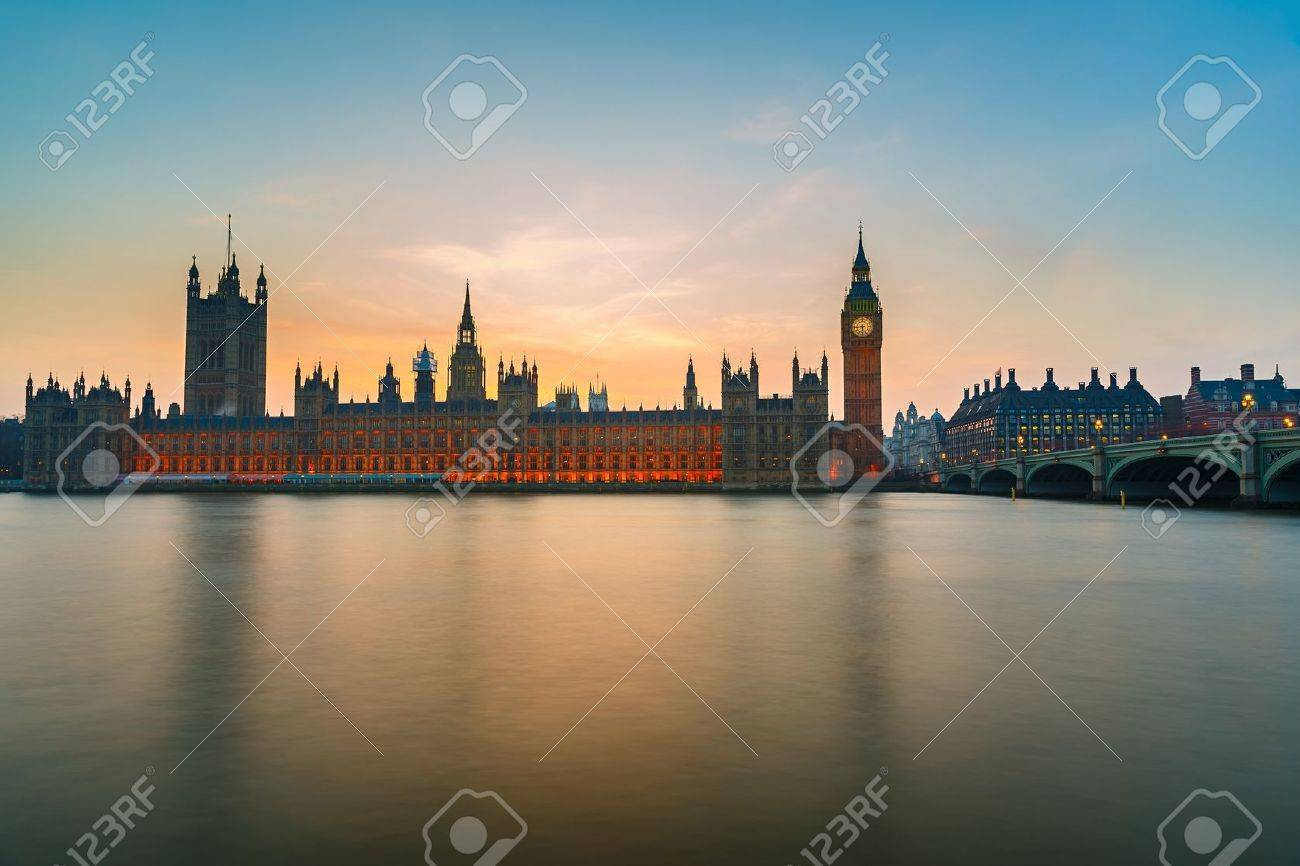Big Ben and Houses of parliament at dusk - 21711165