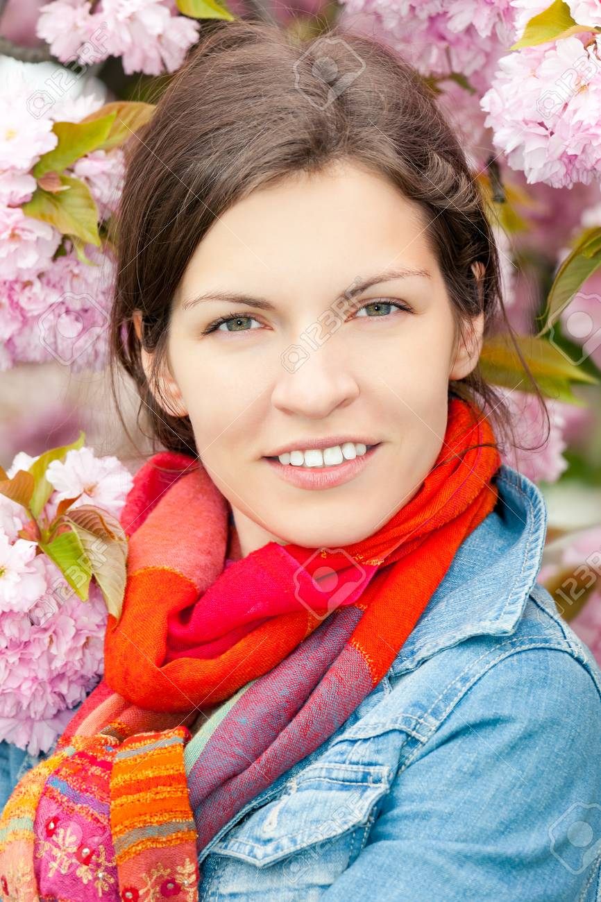 Young beautiful woman in sprng garden Stock Photo - 27306889