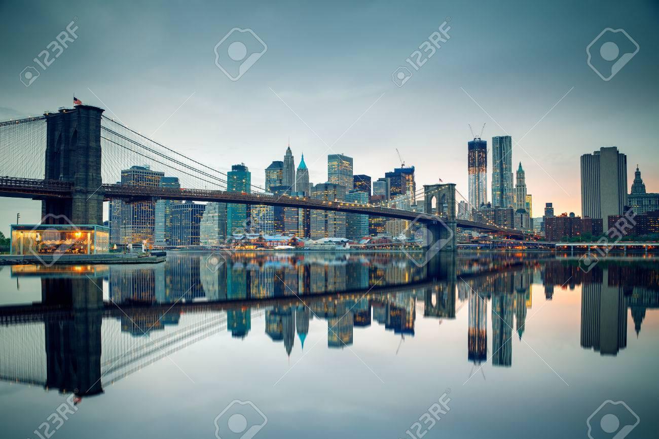 Pont de Brooklyn et de Manhattan au crépuscule Banque d'images - 38998884