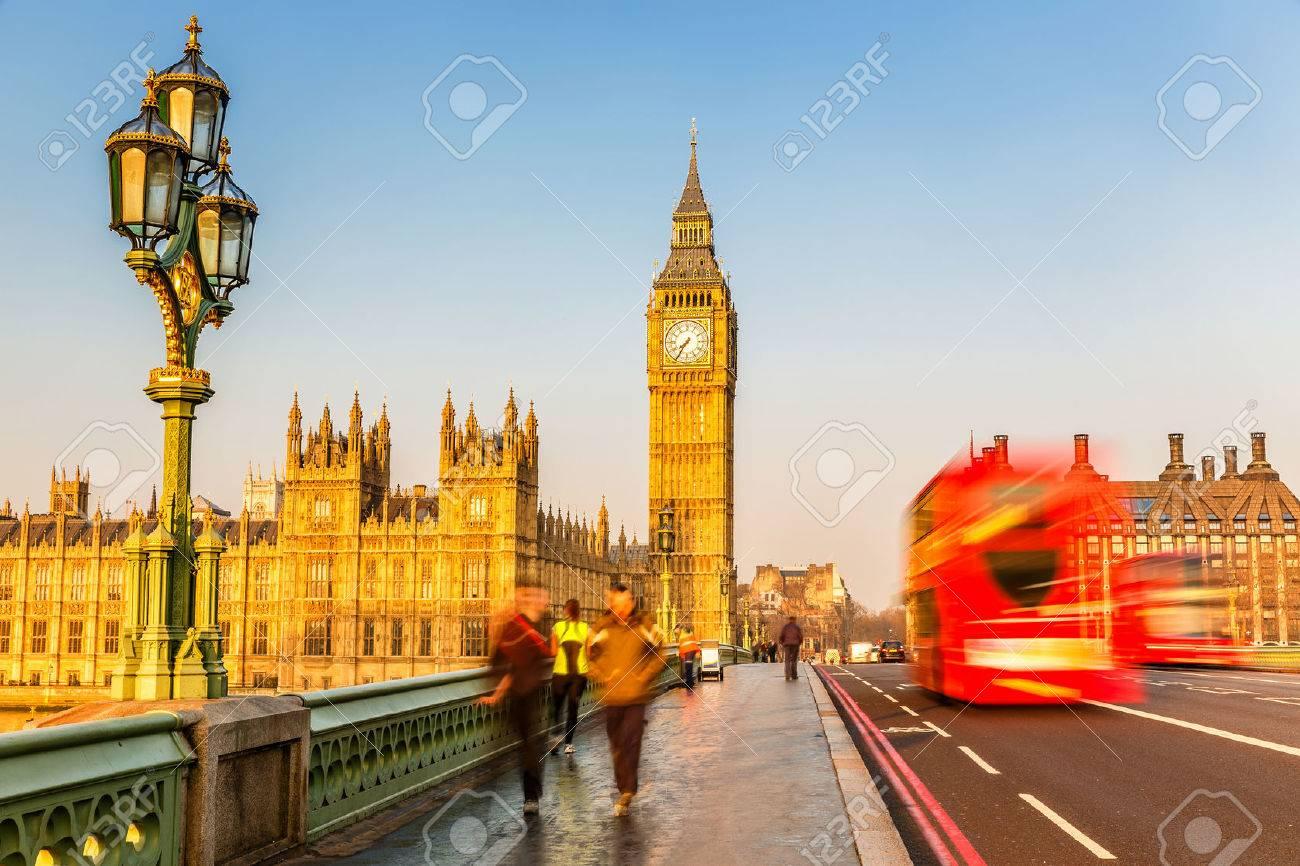 Big Ben et bus rouge à deux étages, Londres Banque d'images - 39004245