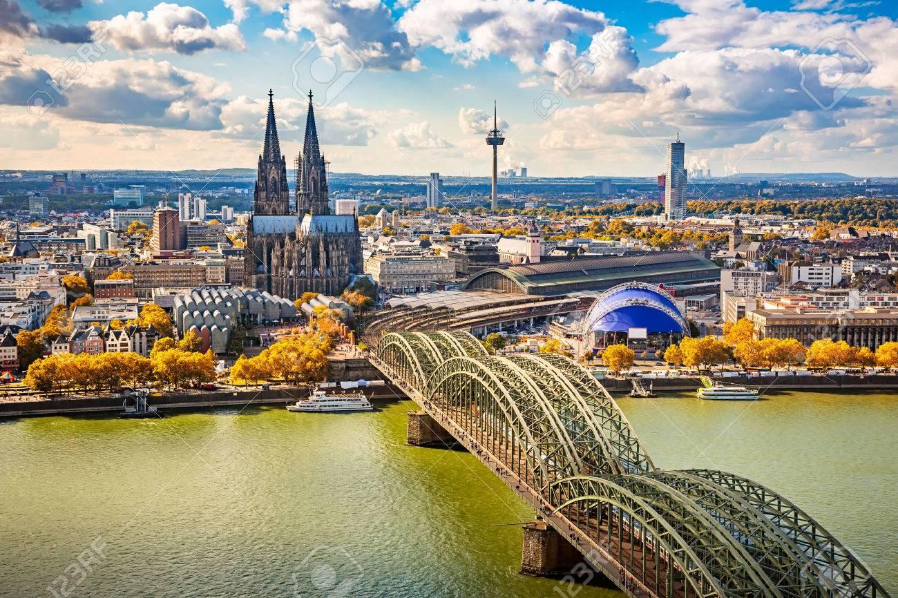 ケルン、ドイツの空撮 ロイヤリ...