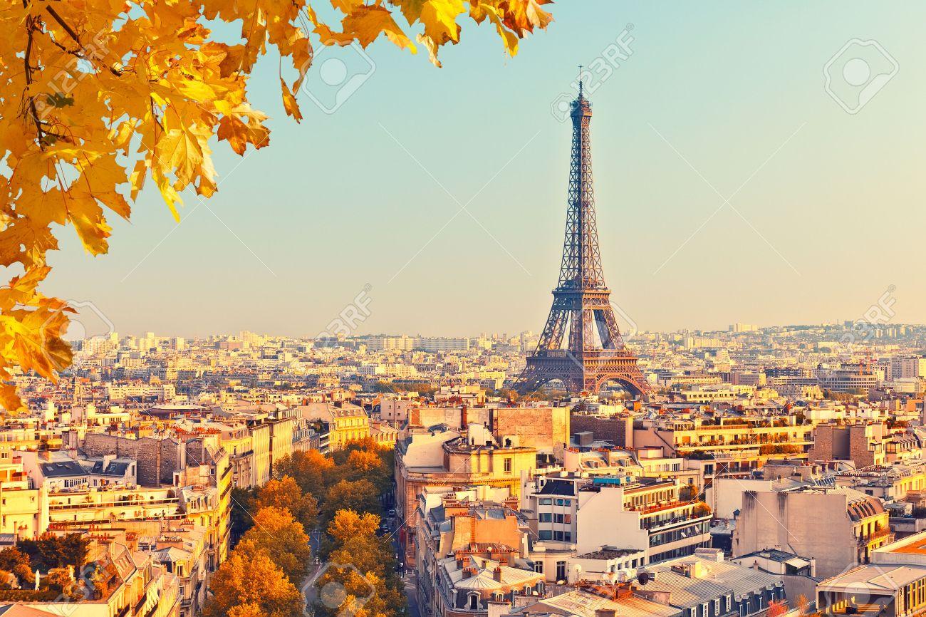 Vue sur la tour Eiffel au coucher du soleil, Paris, France Banque d'images - 45525809
