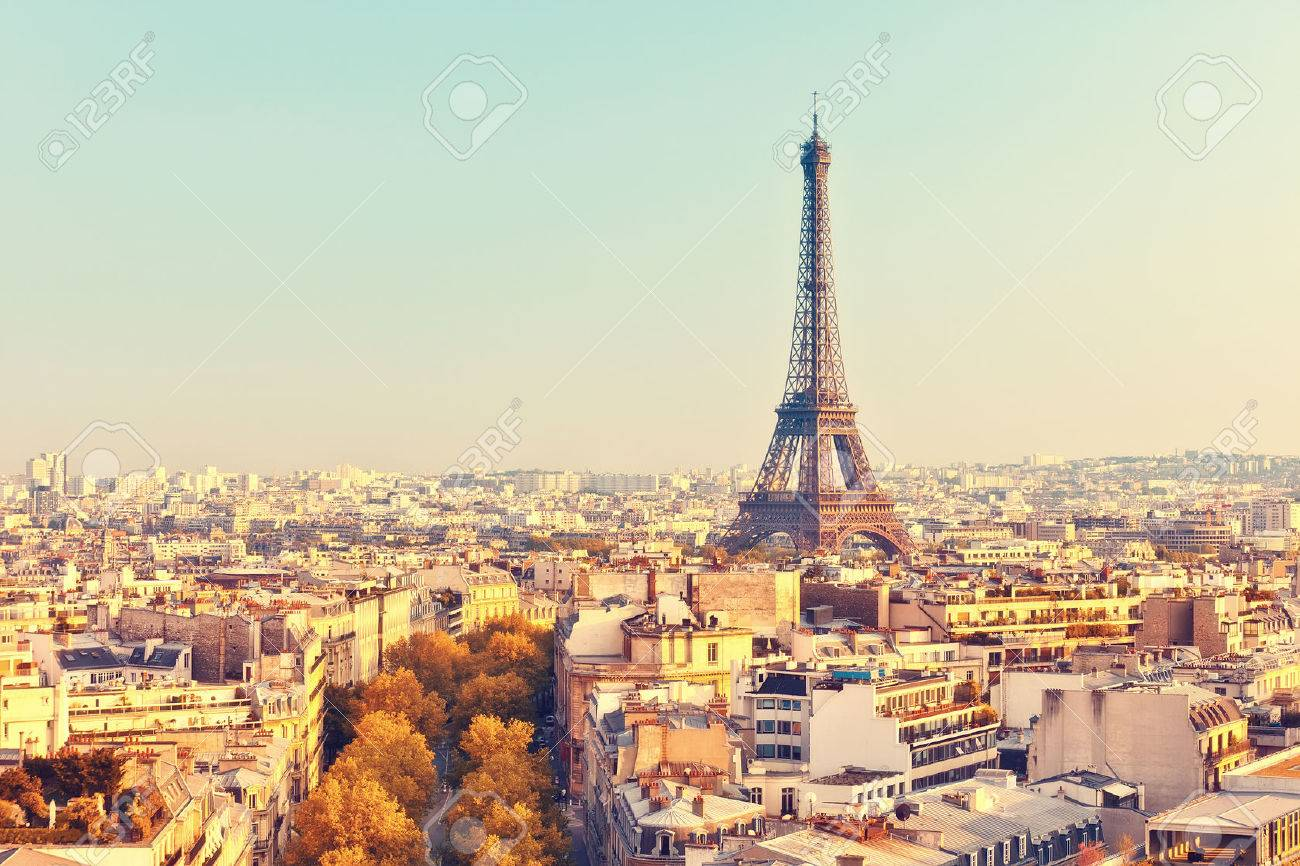 View on Eiffel tower at sunset, Paris, France Banque d'images - 46756490