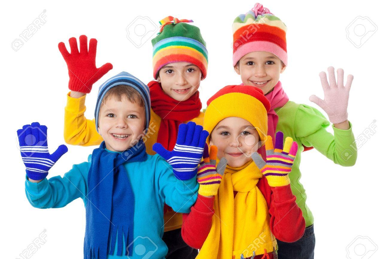 ac619cf6ea39 Grupo de niños en ropa de invierno brillante, aislado en blanco