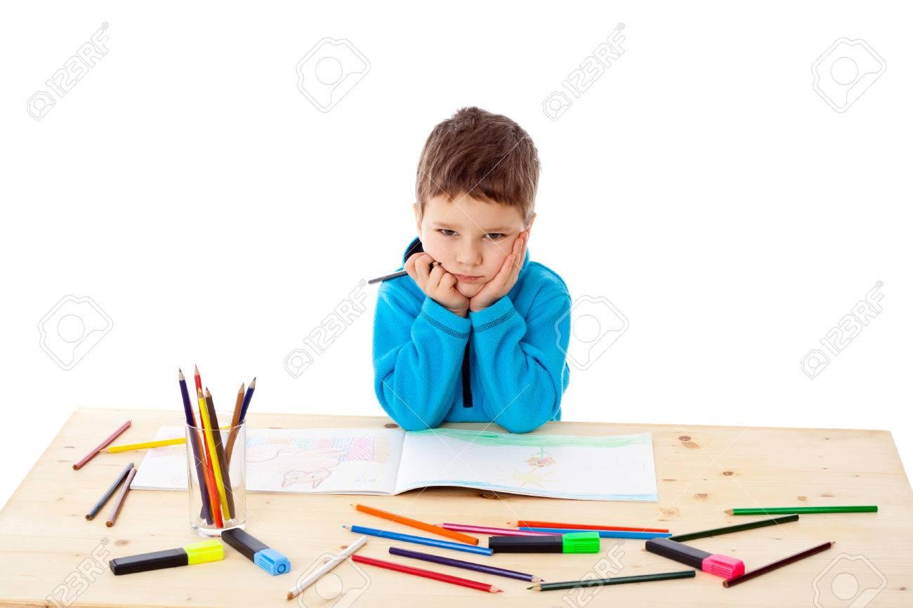 мальчик под столом