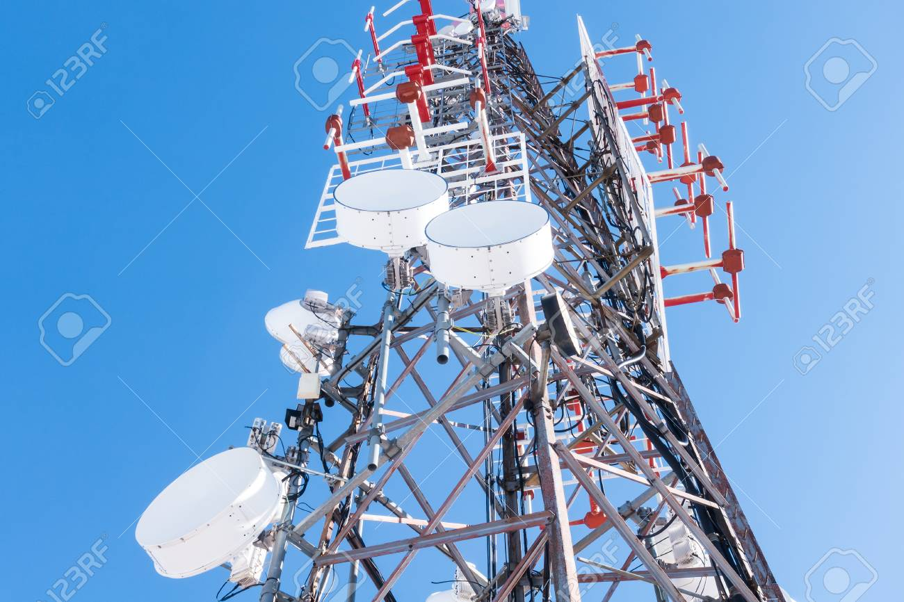통신 네트워크 중계기,베이스 트랜시버 스테이션 ... 로열티 무료 사진, 그림, 이미지 그리고 스톡 포토 그래피.  이미지 118544561.