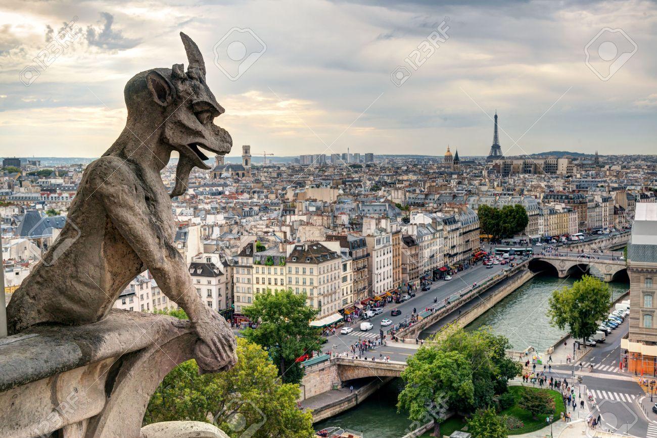 ПОЗДРАВЛЯЮ ВСЕХ ВСЕХ ВСЕХ С ХЭЛЛОУИНОМ !!!!! 26341996-Chimera-gargoyle-of-the-Cathedral-of-Notre-Dame-de-Paris-overlooking-Paris-France-Stock-Photo