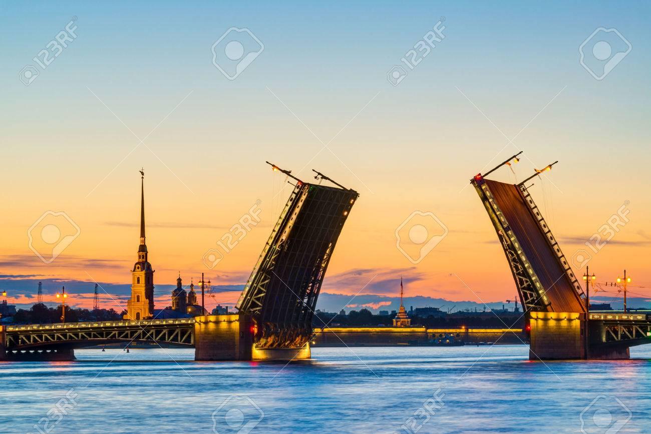 Cartes Postales Vue du pont du Palais de Forteresse Pierre et Paul - symbole de Saint-Pétersbourg, Russie Nuits Blanches Banque d'images - 29622083