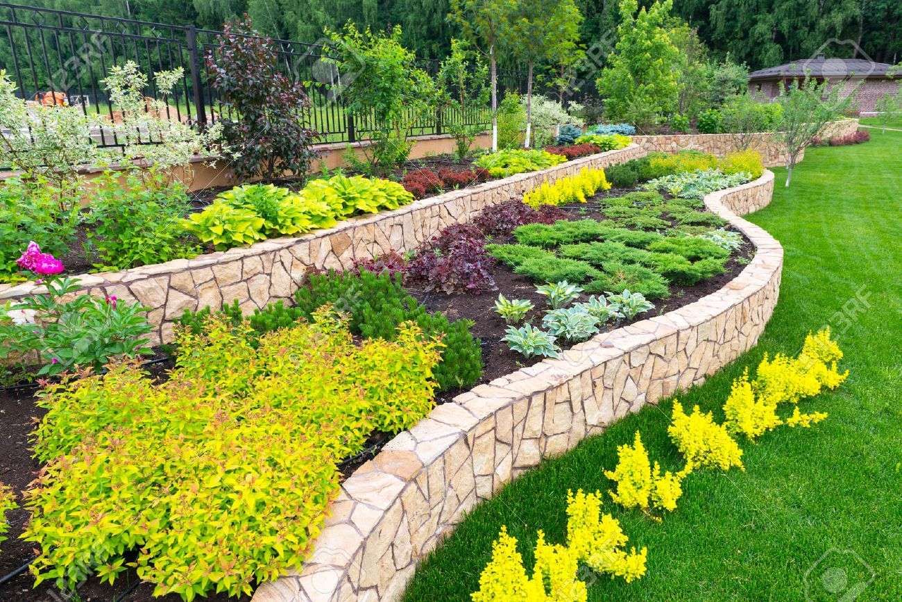 Naturel paysage de fleurs dans la maison jardin Banque d'images - 29763004