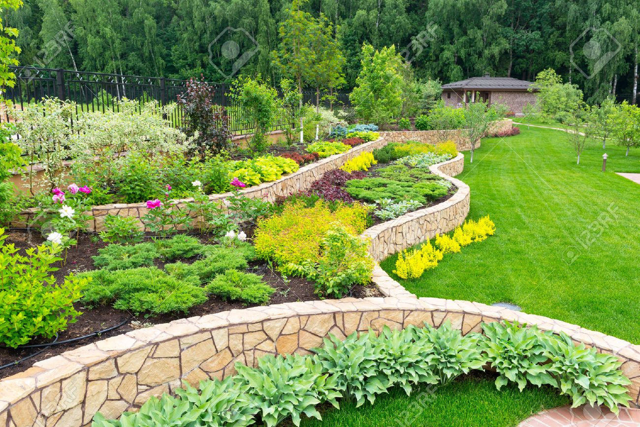 Natural aménagement paysager de pierre dans la maison jardin Banque d'images - 29763005
