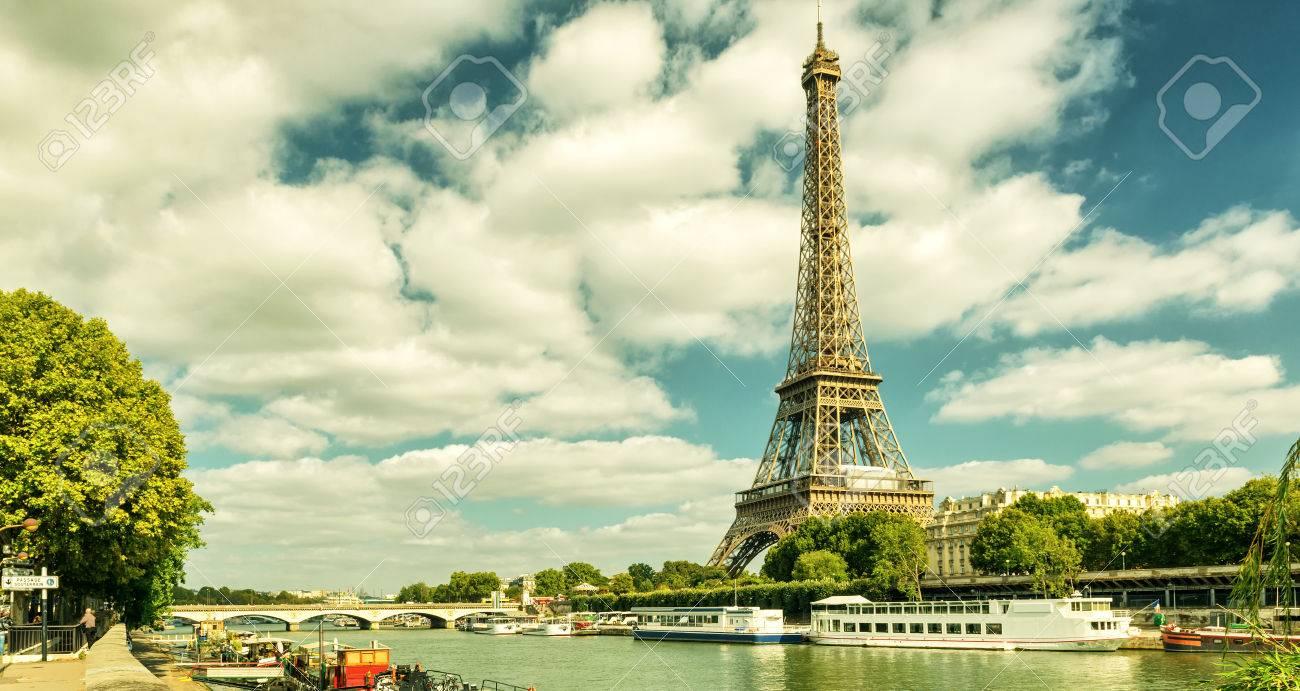 Paris skyline avec la Tour Eiffel, France. Photo vintage. Banque d'images - 38653666