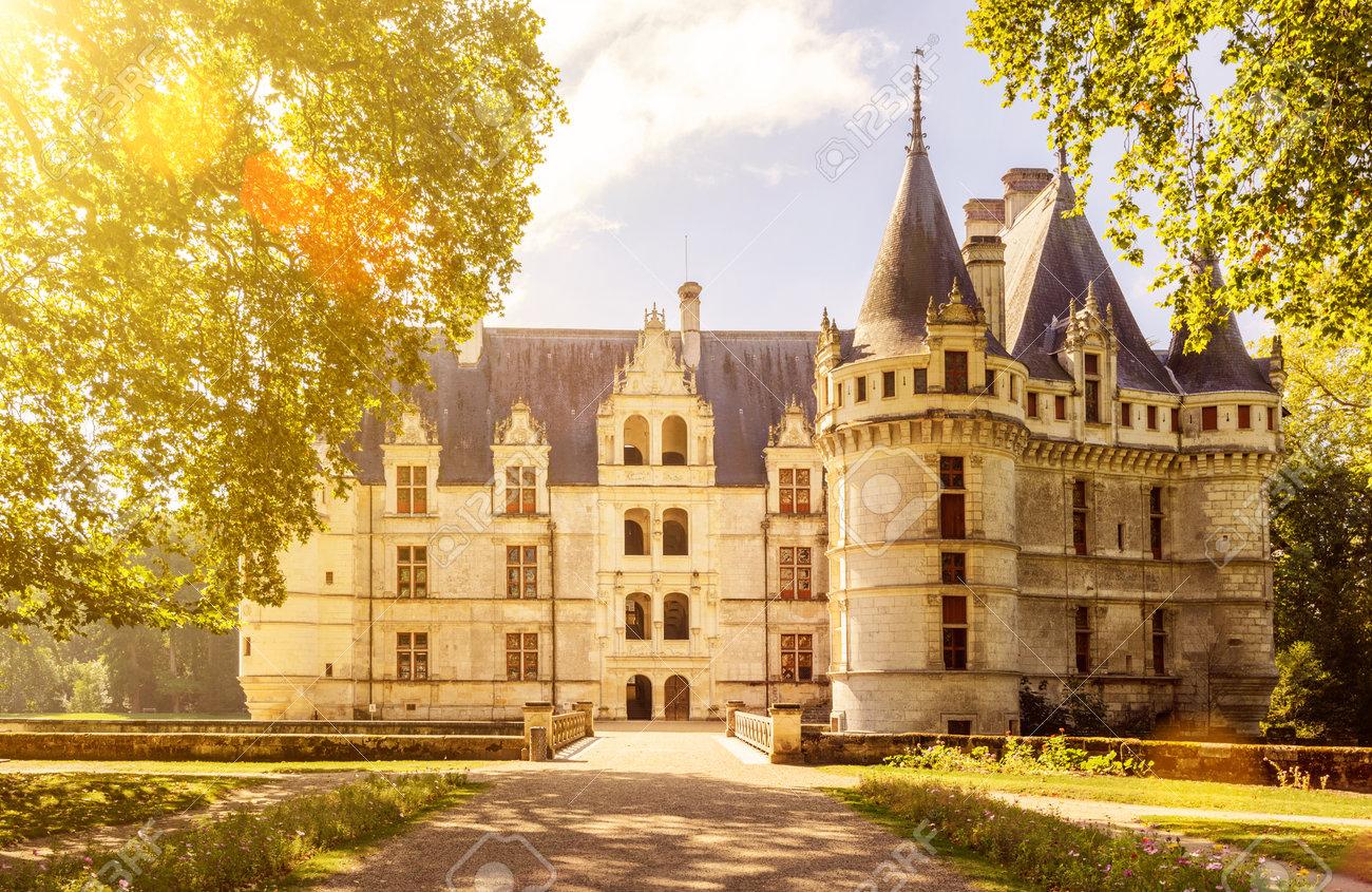 Le château de Azay-le-Rideau, France. Ce château est situé dans la vallée de la Loire, a été construit de 1515 à 1527, l'un des premiers châteaux de la Renaissance française. Banque d'images - 38659148