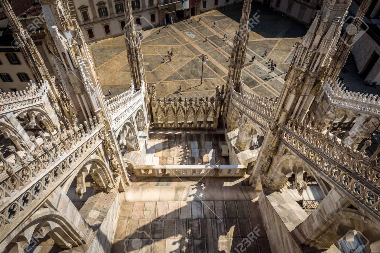 La Terraza De La Catedral De Milán Duomo Di Milano En Milán Italia Vista Desde La Azotea Milan Duomo Es La Iglesia Más Grande De Italia Y La